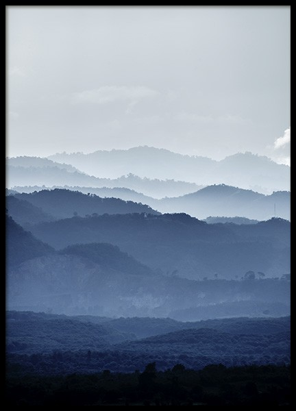 Misty Mountains Blue Poster in der Gruppe Poster / Naturmotive bei Desenio AB (11051)