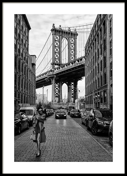 Woman by Manhattan Bridge Poster in der Gruppe Poster / Schwarz-Weiß bei Desenio AB (12030)
