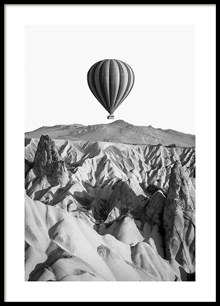 Air Balloon Over Mountain Poster in de groep Posters / Natuurmotieven / Landschappen bij Desenio AB (14159)